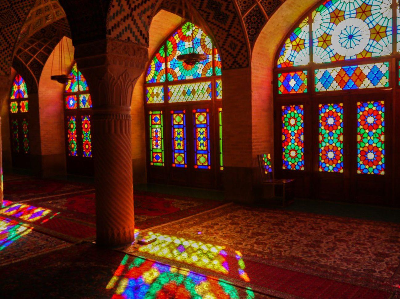 sziraz-rozowy-meczet-widziany-bez-rozowych-okularow